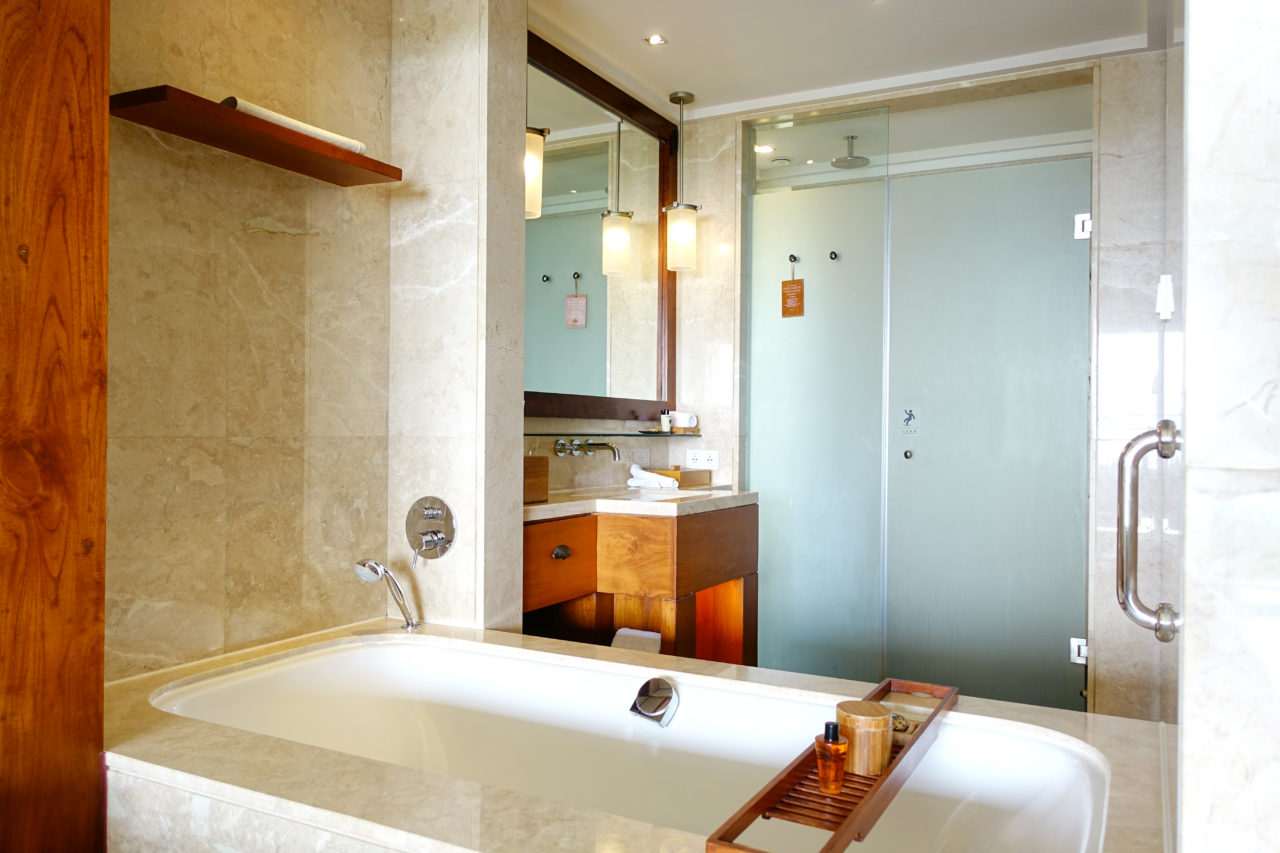 Mandarin Oriental Sanya bathroom