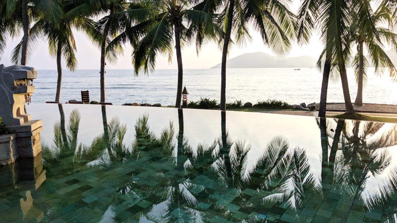 MO Sanya pool