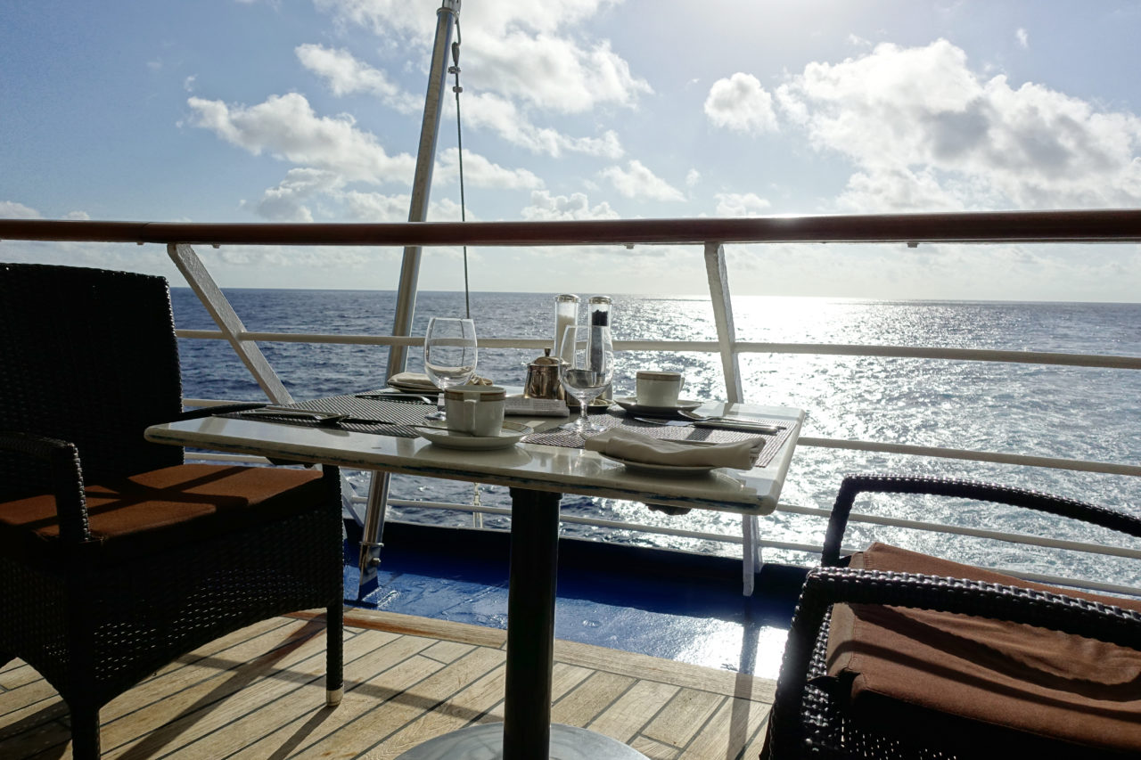 outdoor table yacht