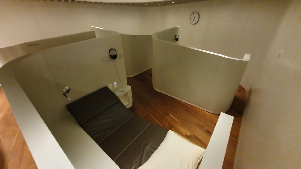 Zurich VIP lounge sleeping pods