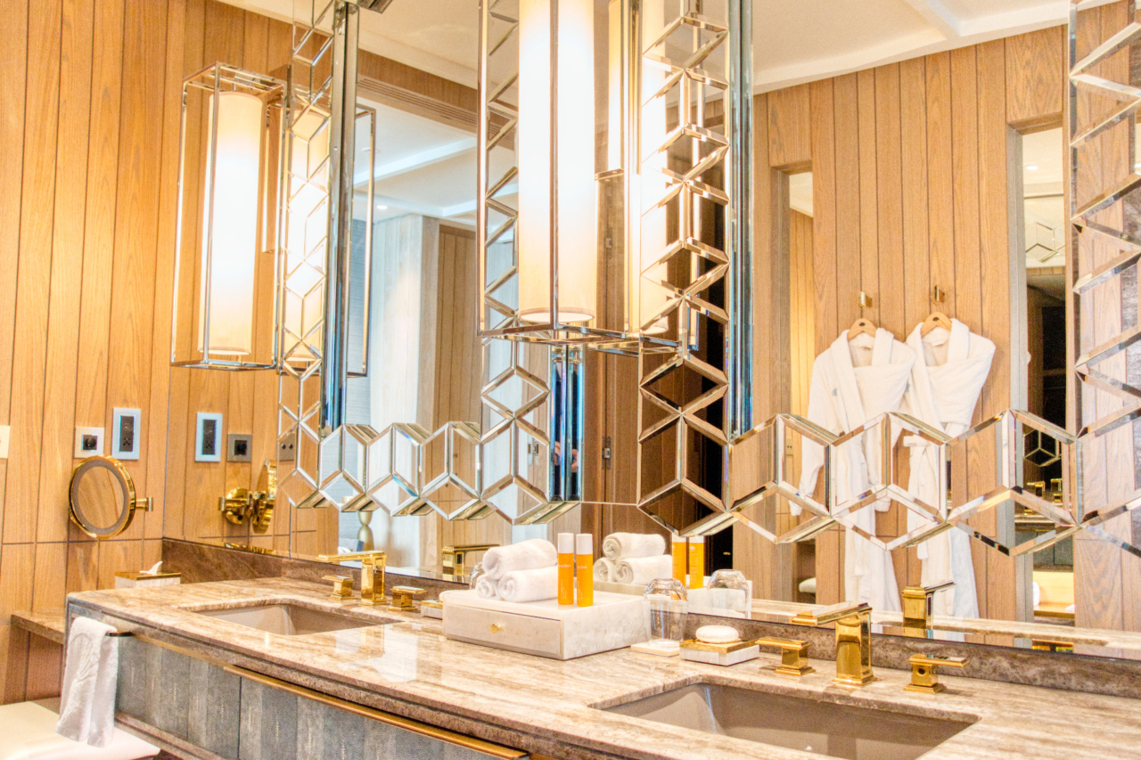Mandarin Oriental Dubai bathroom