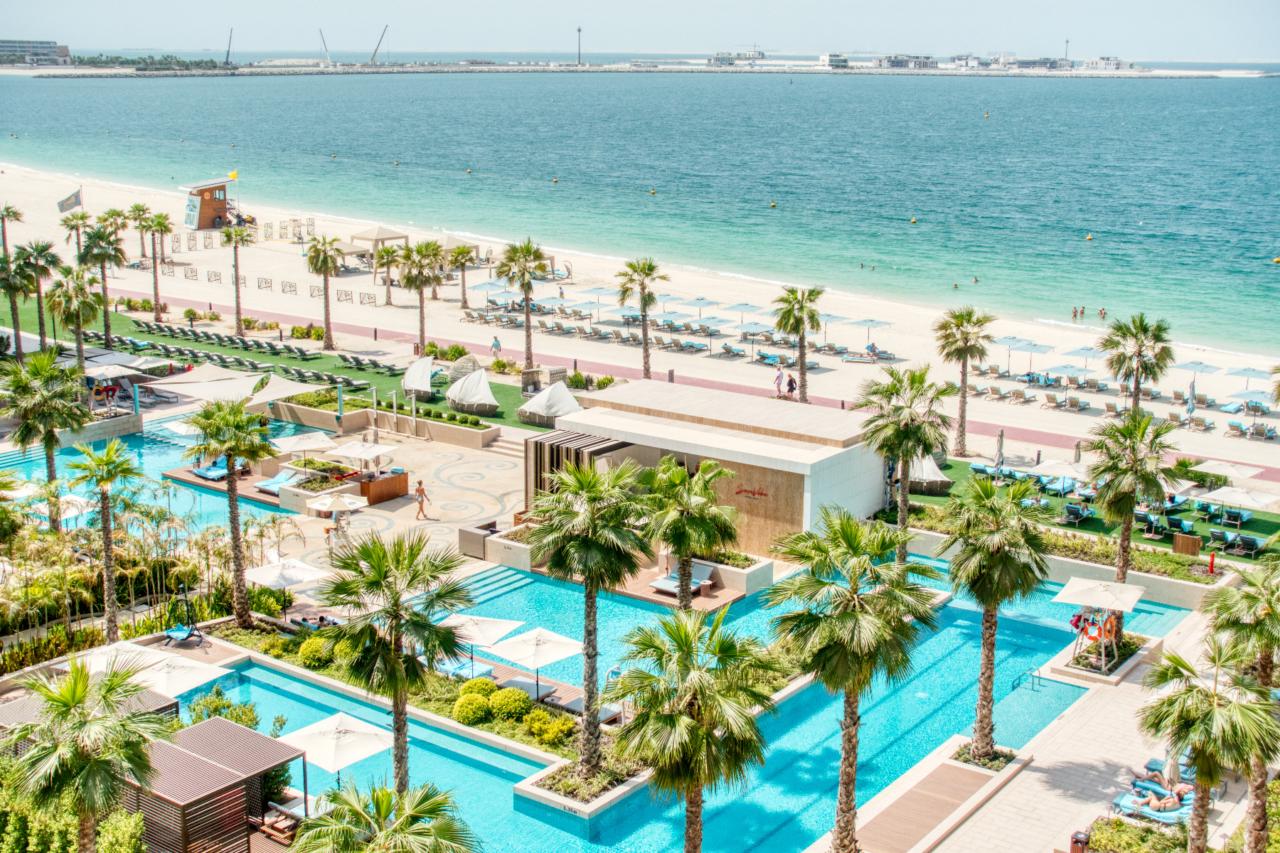 Mandarin Oriental Dubai pool