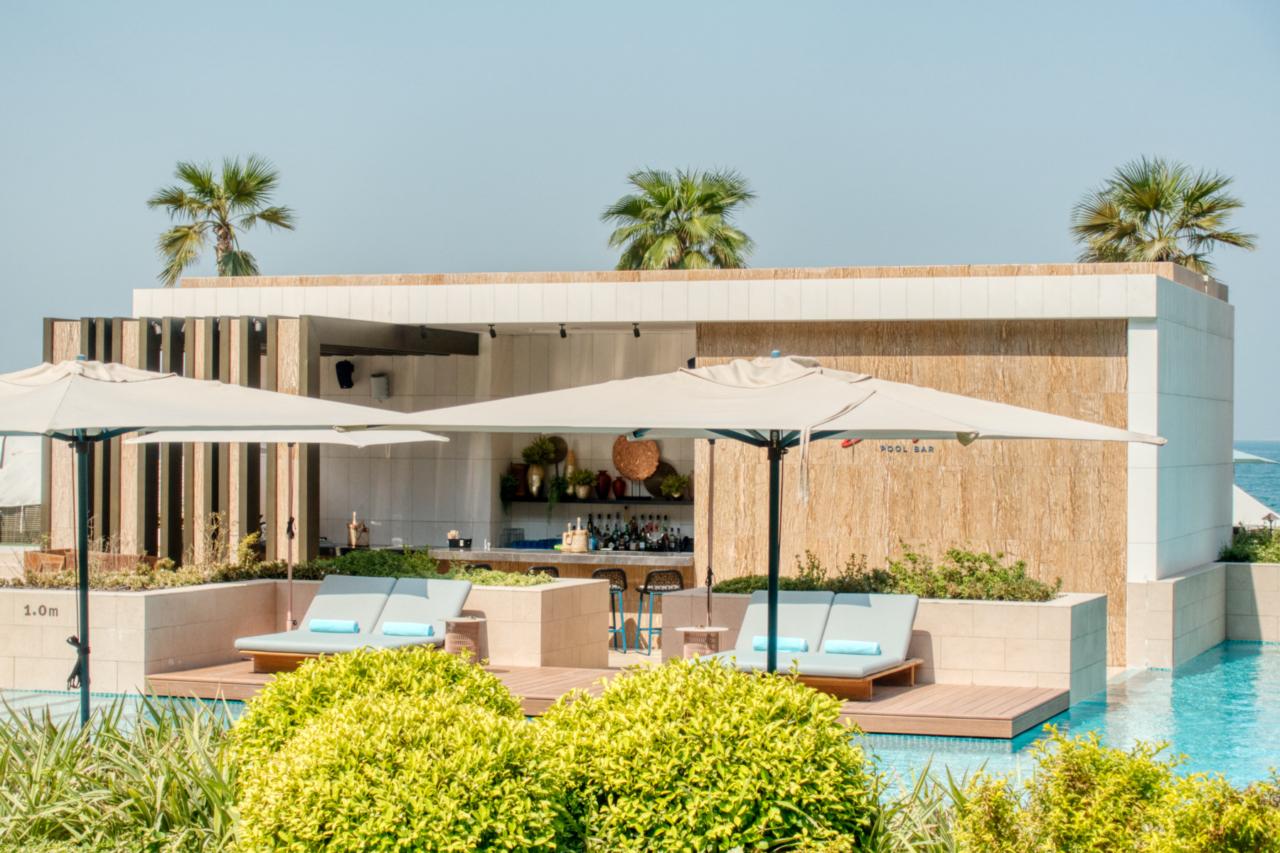 Mandarin Oriental Dubai poolbar