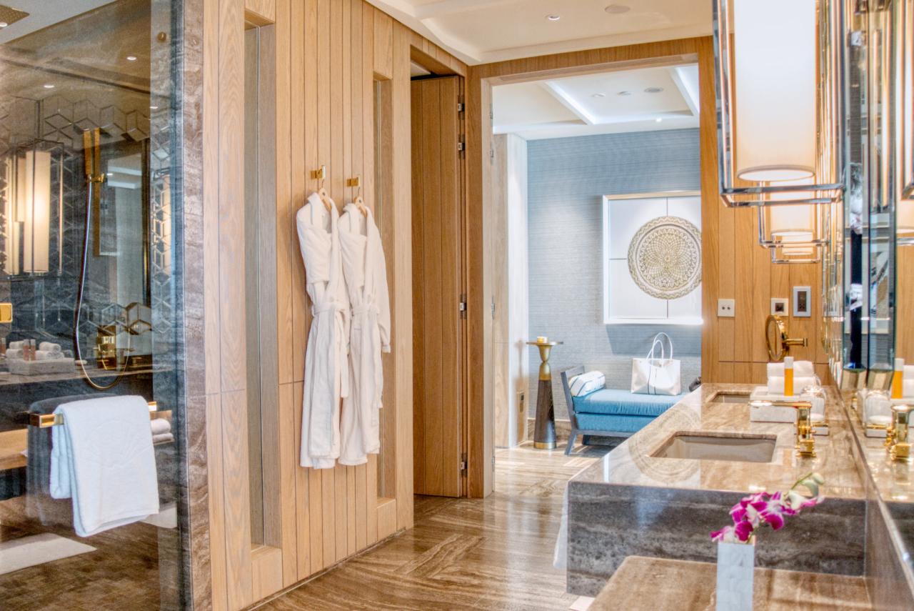 MO Dubai Junior Suite bathroom