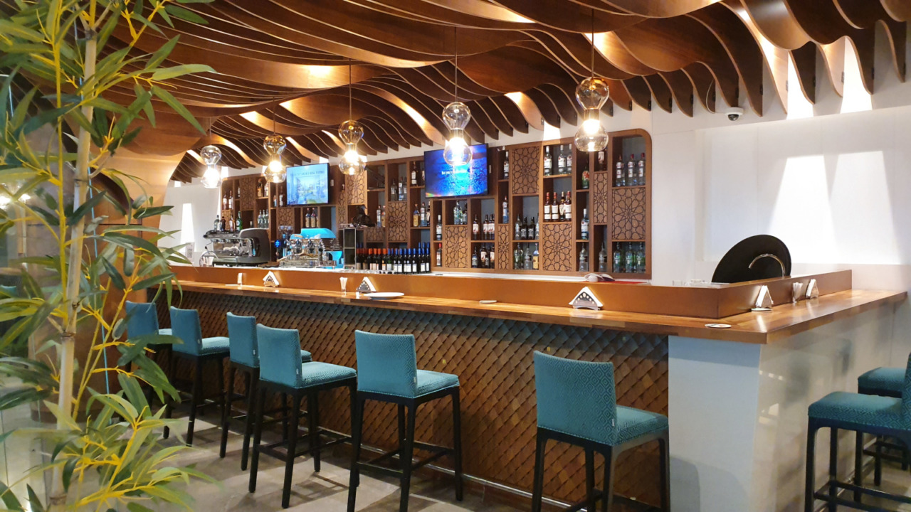 Muscat airport lounge bar